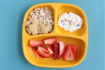 toddler-breakfast-idea-snack-plate